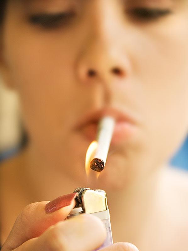 Американские пластические хирурги утверждают, что курение представляет боль