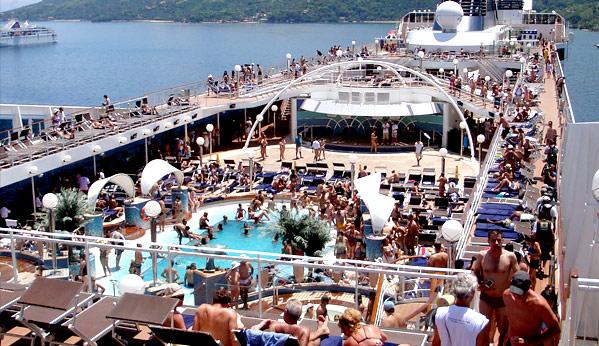 Fazendo sexo no barco antes de chegar na ilha - 1 1