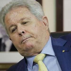 """""""Governadores e prefeitos dão esmolas com dinheiro alheio"""""""